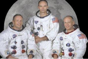 Da Esquerda para direita: Neil Armstrong, Michael Collins e Buzz Aldrin.